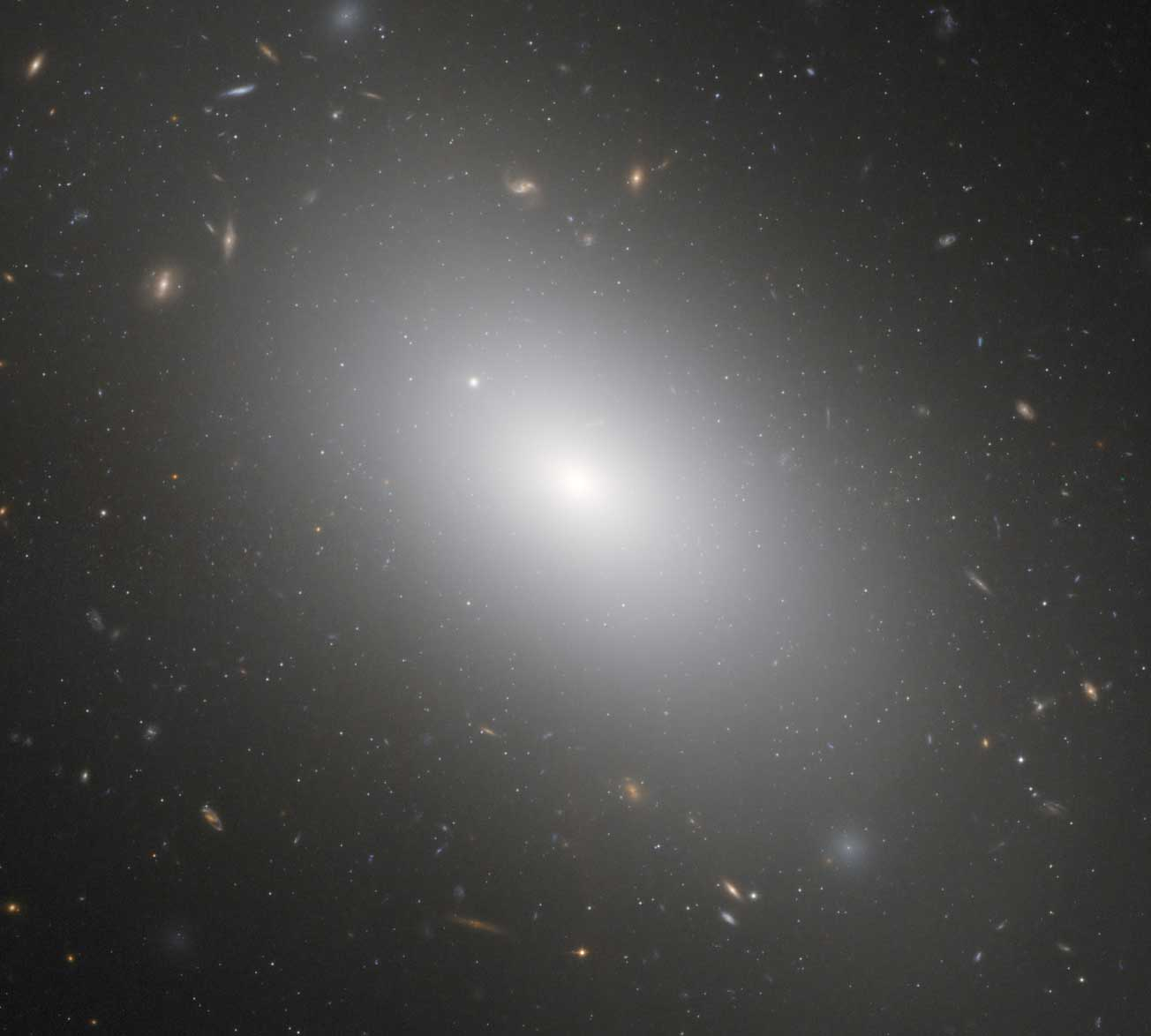 Elliptical galaxy. Imagen galaxies page pics